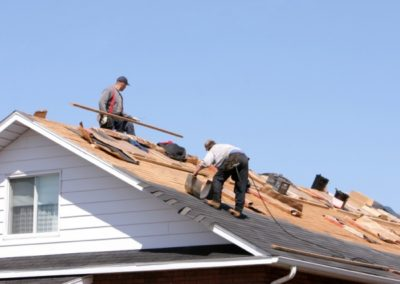 workers-laying-roofing